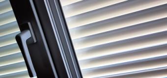 Innen Jalousien – so kann man sich gut vor Sonnenstrahlen schützen!